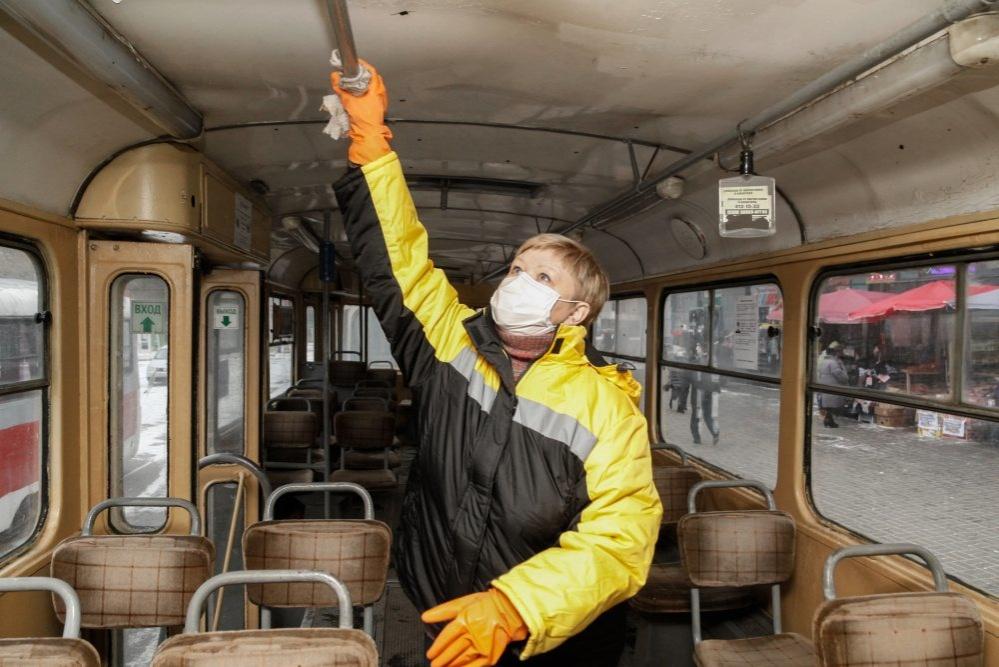 Нижегородские трамваи и троллейбусы ежедневно дезинфицируют изнутри  - фото 1
