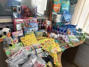 Сотрудники «Россети Центр и Приволжье Нижновэнерго» собрали подарки  для детей из реабилитационных центров