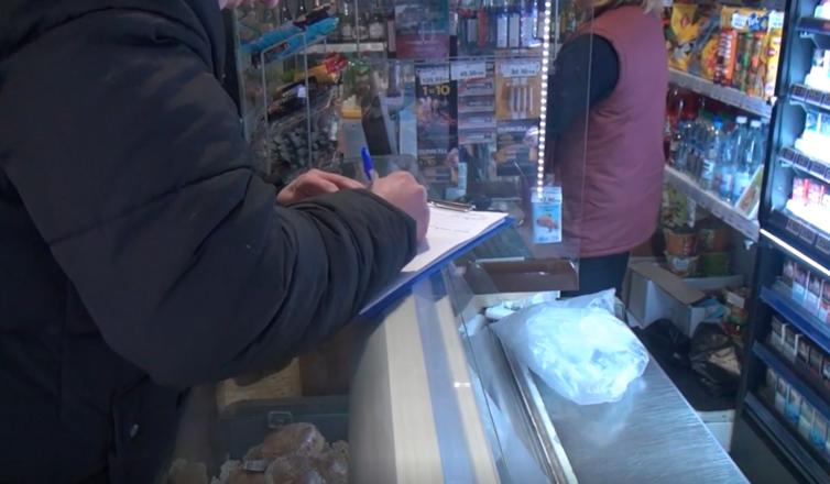 250 литров подозрительного алкоголя изъяли из двух магазинов в центре Нижнего Новгорода - фото 6