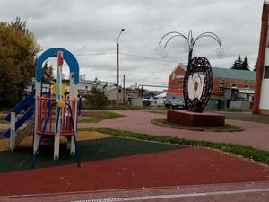 Площадь в Таремском благоустроили за 3,4 млн рублей