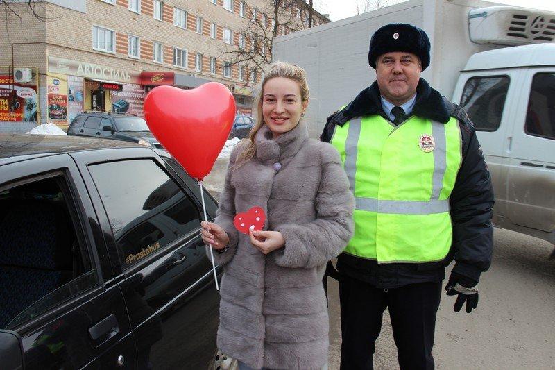 «Валентинки для машинки» раздавали арзамасские полицейские 14 февраля