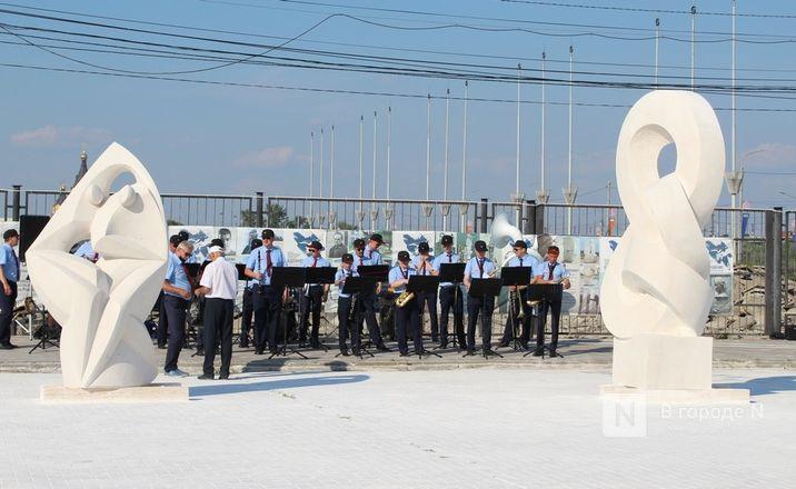 «Впередсмотрящий» и «Бесконечность»: новые скульптуры украсят Нижне-Волжскую набережную - фото 11