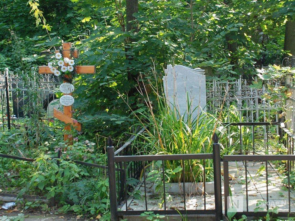 Пьяный подросток повредил надгробные памятники на семеновском кладбище - фото 1