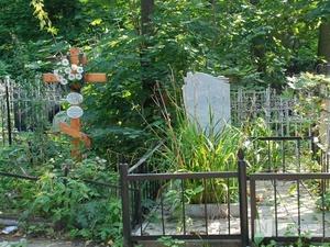 Пьяный подросток повредил надгробные памятники на семеновском кладбище