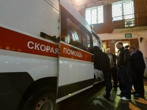 Дорожный рабочий попал в больницу, убирая снег в Советском районе