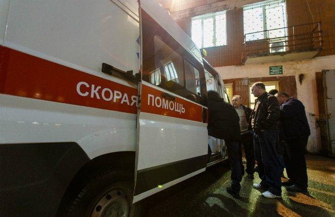 Дорожный рабочий попал в больницу, убирая снег в Советском районе - фото 1
