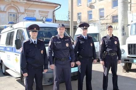 Полицейские спасли семью из горящего дома в Арзамасе