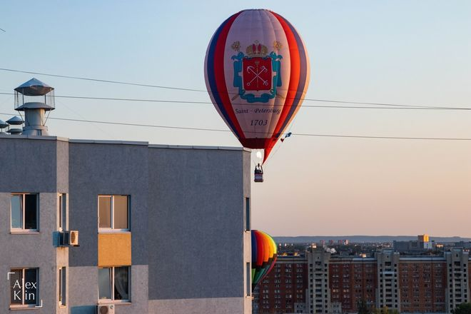Вереница воздушных шаров проплыла в считанных метрах от окон жителей Канавинского района - фото 4
