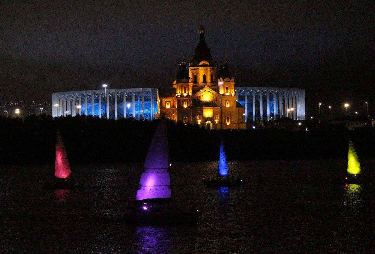 «Театр парусов» и 40-минутный фейерверк: яркое завершение Дня города в Нижнем Новгороде - фото 1