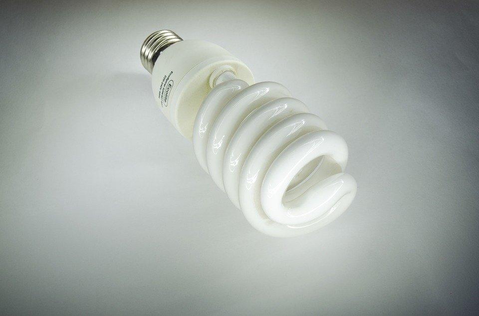 Чем отличаются светодиодные лампы от энергосберегающих? - фото 1