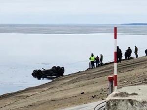 Водитель погиб в иномарке, упавшей с дамбы на лед нижегородского водохранилища