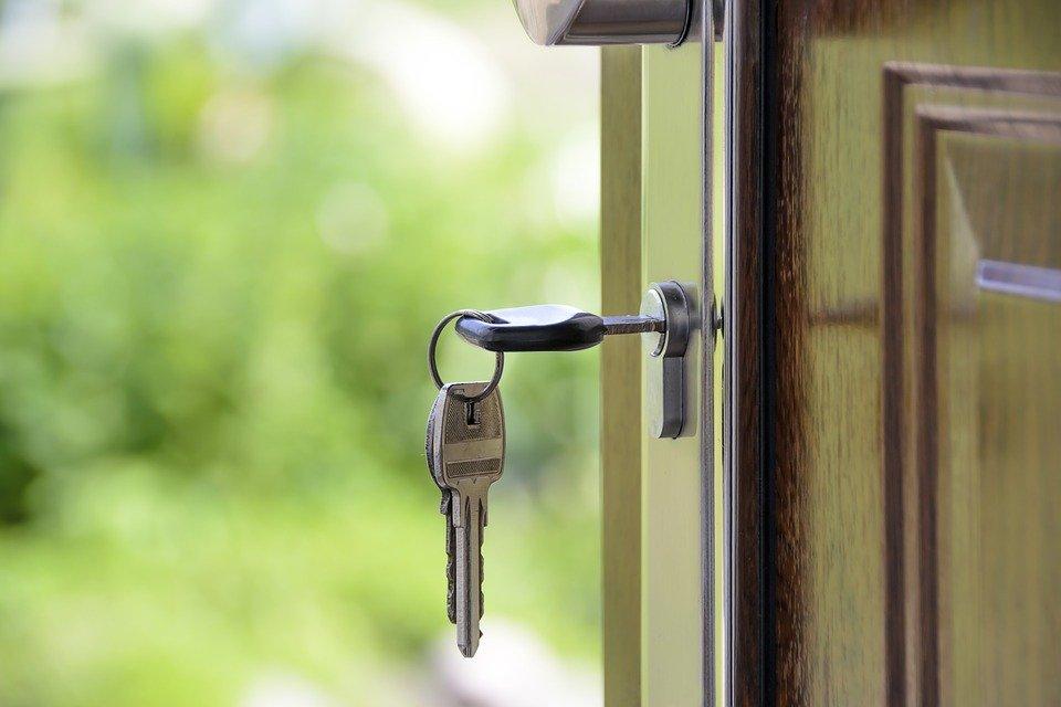 5 «фишек», которые помогут защитить ваше жилье от воров во время отпуска - фото 1
