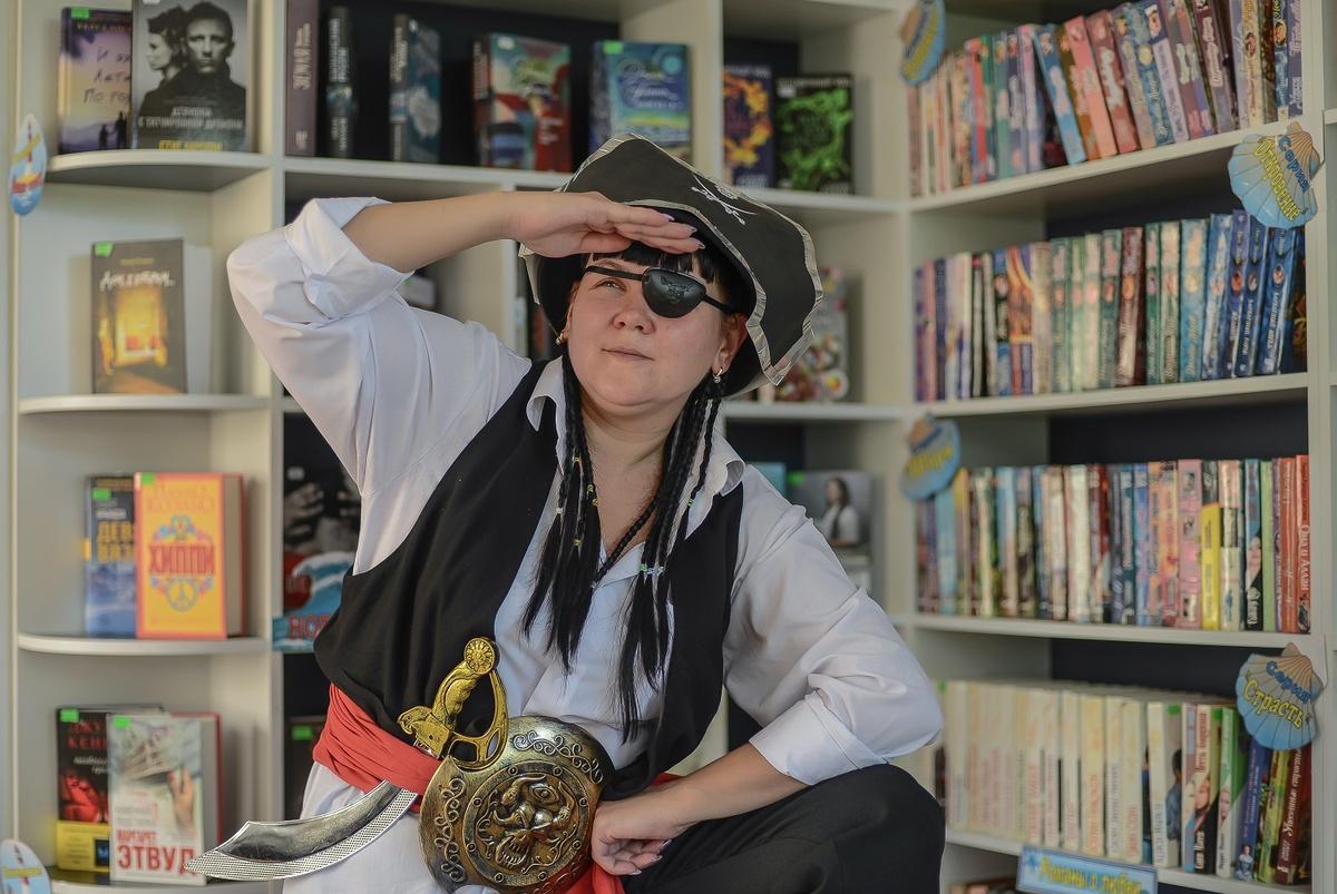 Библиотекари Автозавода снялись для календаря на 2021 год в образах литературных героев - фото 2