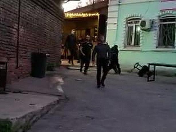 Нижегородец обвиняет в сломанном плече охранников ночного клуба Milo на Зеленском съезде - фото 1