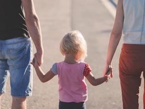 6 неграмотных фраз, которым родители учат детей