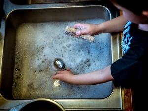 Простой способ в два счета устранить засор в раковине и ванне