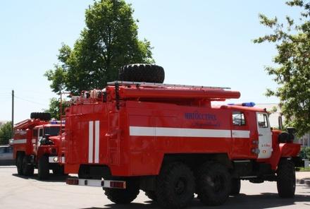 Пожарные спасли восьмерых человек из горящего строящегося дома в Советском районе